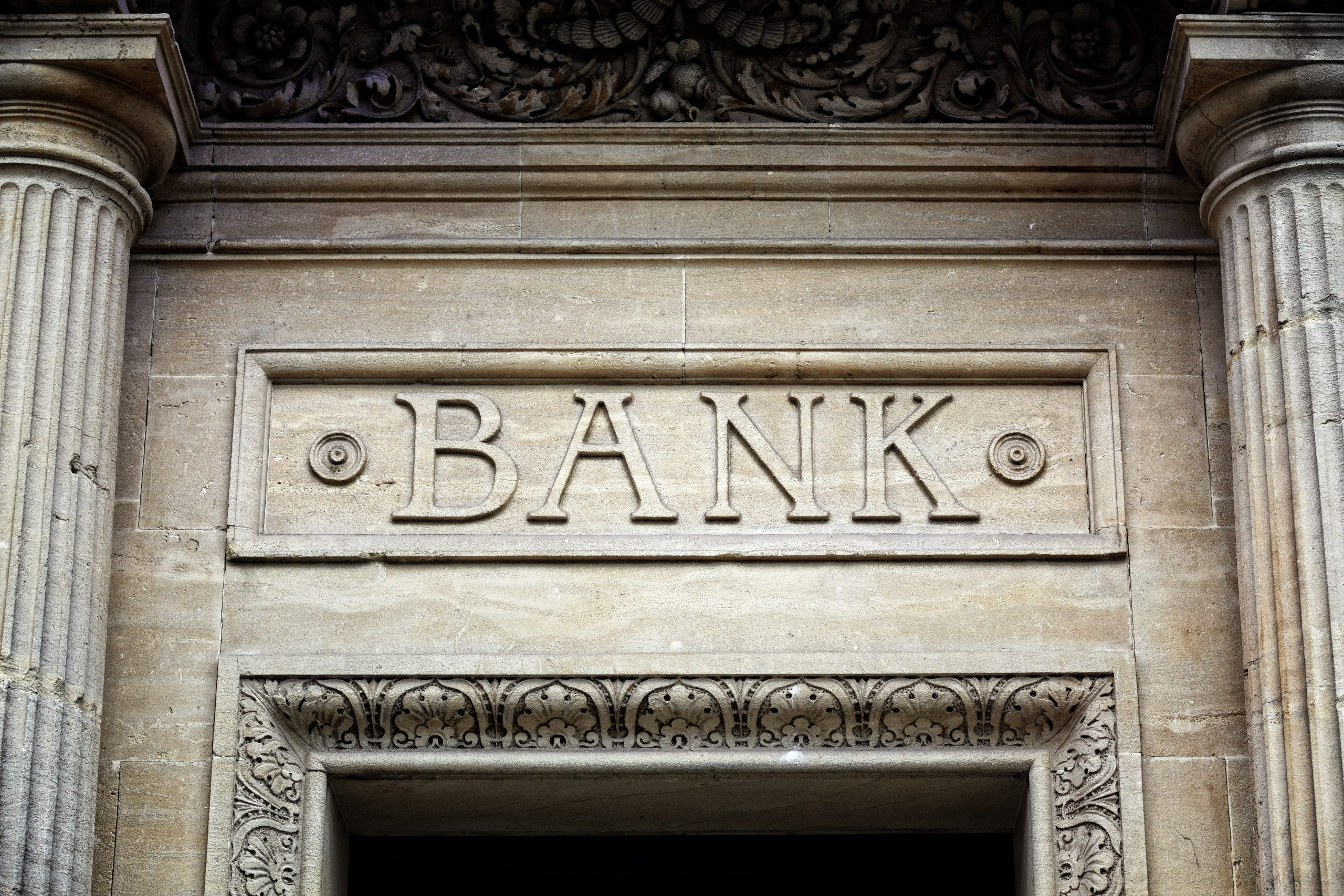 4 risks and 4 actions for expats in Europe with a UK bank account